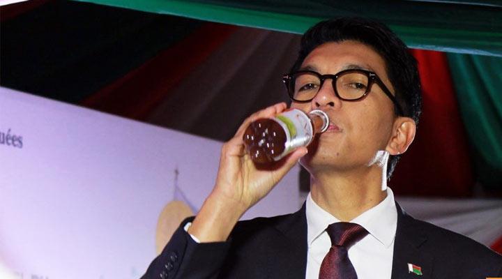 Le président de Madagascar: nous avons le remède contre le COVID-19. Contient Artemisia annua